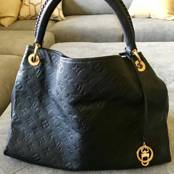 Louis Vuitton Handbags - Louis Vuitton Black Artsy MM d667796717cc6